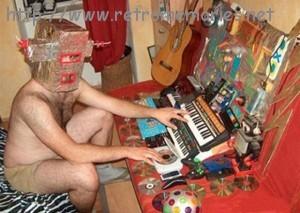 José Luis, el primo de nuestro entrevistado, cree que es un robot pianista cuando va colocado con LSD.