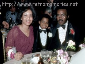 gary-coleman-and-his-parents-500x375