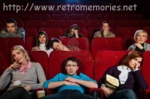 18191987-grupo-de-gente-aburrida-viendo-pelicula-en-el-cine