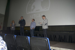 "Jeff Renfroe presentando su film ""The Colony"" al personal."