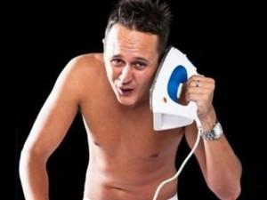 """No, viejunos. Por mucho que hagáis la bromita del """"Digamelón"""" con una plancha en lugar de un teléfono sigue siendo igual de lamentable."""