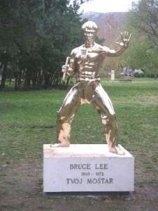 Estatua de Bruce Lee en Mostar.