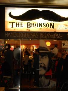 Entrada al restaurante dedicado a Charles Bronson.