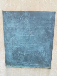 Placa de la estatua dedicada a Jean-Claude Van Damme.