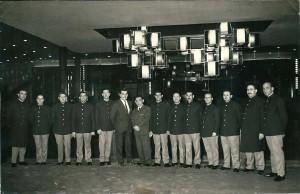 Interior del Cine Urgell y su staff de acomodadores.